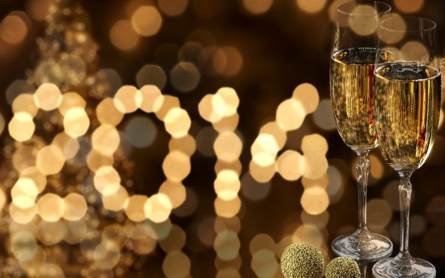 550601_happy_new_year_2014_champagne_glass_2560x1600_(www.GdeFon.ru)